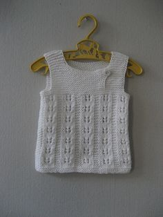 "Ravelry: Woollahoo's barselsgave ""Nice lace rib pattern, on a simple sweet vest. Baby Boy Knitting Patterns, Knitting For Kids, Crochet For Kids, Baby Patterns, Knit Patterns, Crochet Baby, Knit Crochet, Baby Pullover, Baby Cardigan"
