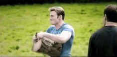 Steve Rogers ripping a log in half. Avengers: Age of Ultron Steve Rogers, Capitan America Chris Evans, Chris Evans Captain America, Marvel Dc, Marvel Funny, Marvel Heroes, Dc Comics, Die Rächer, Bae