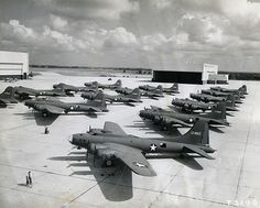 B-17s lined up on tarmack