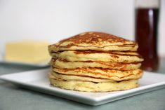Ditch the box mix and make buttermilk pancakes from scratch with this quick and easy pancake recipe. They're the fluffiest pancakes ever! Quick And Easy Pancake Recipe, Easy Banana Pancake Recipe, Homemade Pancakes, Pancake Recipes, Oven Recipes, Brunch Recipes, Meat Recipes, Pancakes Sans Gluten, Buttermilk Pancakes Fluffy