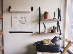 leren plankdragers + tekenrol #handlesandmore | leren handgrepen | handgrepen leer | leren handgrepen | lederen handgreep | interieur ideeën | interieur inspiratie | interior design ideas | leather handles | Handlesandmore.nl
