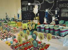 Festa infantil no tema Cientista. Acesse: http://mamaepratica.com.br/2016/02/15/festa-infantil-no-tema-cientista/