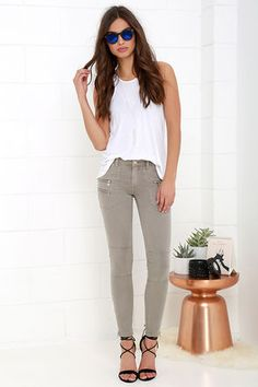 Equal parts amazing and comfy is a hard combo to come by, but the Blank NYC Skinny Taupe Jeans make it look easy! Super-soft stretch twill shapes a belt loop accented waistband with top button and hidden zip fly. Two patch pockets are found at back while silver zippers accent front patch pockets. Pant legs have decorative seaming at the knees before tapering to zipper cuffs. Leather logo patch at back.