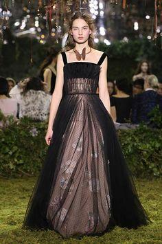 « Mémoire de Printemps » Black silk velvet and point d'esprit cowl-neck bustier dress, spring garden flowers herbal-inspired embroidery. Diadème nuages passant devant la lune.