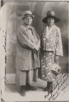 Gertude Stein (left) and Alice B. Photo from the Gertrude Stein and Alice B. Toklas papers, Yale Collection of American Literature, Beinecke Rare Book and Manuscript Library, Yale University Jewish Museum, La Rive, Photo Portrait, Cinema, American Literature, National Portrait Gallery, Portraits, Harlem Renaissance, Art Moderne