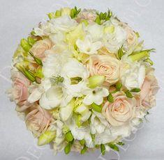 Barack színű menyasszonyi csokor púder rózsából és fréziából