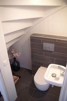 am nagement d co toilettes sous escalier d co toilettes sous escalier et toilette. Black Bedroom Furniture Sets. Home Design Ideas