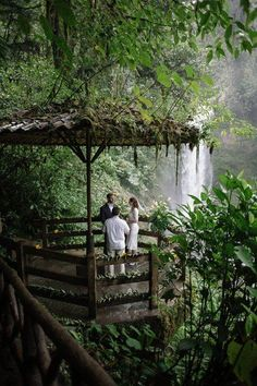 Real Weddings: Rebecca and Joshua's Costa Rica Wildlife Refuge Elopement