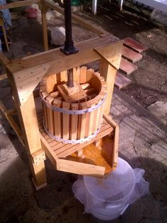 Apple Cider Press With Grinder : 9 Steps (with Pictures) - Instructables Diy Wood Projects, Woodworking Projects, Woodworking Plans, Apple Cider Press, Making Apple Cider, Apple Picture, Apple Season, Homemade Wine, Le Moulin