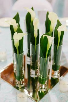 Calla Lily Centerpieces, Simple Centerpieces, Wedding Centerpieces, Wedding Decorations, Table Decorations, Modern Flower Arrangements, Vase Arrangements, Deco Floral, Calla Lilies