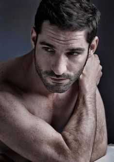 Tom Ellis, BELLO Magazine, http;//chicentral.net | CHICENTRAL.NET