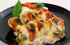 Это очень вкусный и вместе с тем очень простой рецепт приготовления куриных грудок. Вы можете приготовить его вечером, придя с работы или когда вдруг внезапно нагрянули гости. Это блюдо всегда получается потрясающе. Вы почувствуете себя настоящим шеф-поваром высшей категории. Все будут в восторге! Pollo Caprese, Queso Mozzarella, New Job, Ketogenic Diet, Entrees, Sushi, Food And Drink, Nutrition, Healthy Recipes