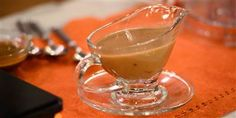 Port wine adds a rich flavor and deep amber color to turkey gravy - Recipes to try - Make Ahead Turkey Gravy, Best Turkey Gravy, Thanksgiving Side Dishes, Thanksgiving Recipes, Holiday Recipes, Holiday Meals, Thanksgiving Turkey, Giblet Gravy Recipe, Turkey Pan