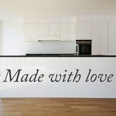 """Adesivo Murale - Made with Love.  Adesivo murale di alta qualità con pellicola opaca di facile installazione. Lo sticker si può applicare su qualsiasi superficie liscia: muro, vetro, legno e plastica.  L'adesivo murale """"Made with Love"""" è ideale per decorare la cucina. Adesivi Murali."""