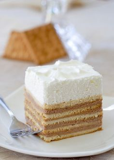 No Bake - Graham Cracker Cake  Intriguing…makes me wanna try it out to see if it is actually good…