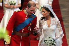 The Royal Wedding of Duchess and Duke of Cambridge, Kate Middleton and Prince William was viewed by millions, and celebrated every year by people all over the world! Wedding Pictures of HRH Prince William and Kate Middleton's Wedding. Duchess Kate, Duke And Duchess, Duchess Of Cambridge, Kate Und William, Prince William And Catherine, Princesse Kate Middleton, Kate Middleton Prince William, Kate Middleton Wedding, Kate Middleton Photos