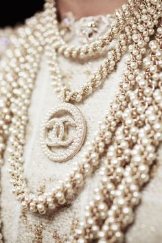 Stacks of Chanel pearl costume jewelry necklaces. Wear the wristbands, Chanel Couture, Chanel 2017, Mode Chanel, Chanel Cruise, Chanel Jewelry, Jewelery, Jewelry Necklaces, Chanel Necklace, Chanel Costume Jewelry