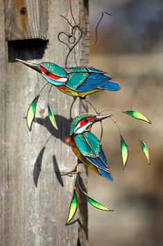 Stained glass beautiful kingfishers on a branch with leaves. Lovely and bright decor for home. Custom Stained Glass, Stained Glass Birds, Stained Glass Suncatchers, Stained Glass Designs, Stained Glass Panels, Stained Glass Projects, Fused Glass, Vogel Illustration, Stained Glass Patterns Free