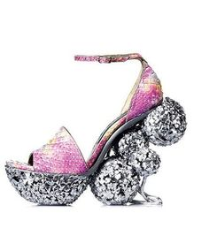 Farklı ayakkabı