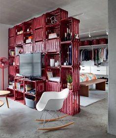 Adoramos esta divisória de ambientes, que também é estante!