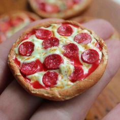 Step by step instructions on how to make a miniature polymer clay pepperoni pizza. A great project for novice clay enthusiasts.
