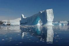 Baie de Pléneau - Antarctique« Vision grandiose, sans artifice. » Nathalie MICHEL L'océan fournit 50% de l'oxygène présent dans l'atmosphère.