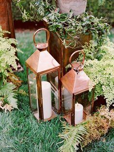 rustic lanterns wedding decor ideas / http://www.deerpearlflowers.com/rustic-lantern-wedding-decor-ideas/