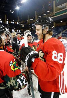 Hot Hockey Players, Hockey Teams, Blackhawks Hockey, Chicago Blackhawks, Patty Kane, Hockey Baby, Black Hawk, Jonathan Toews, Patrick Kane