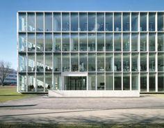 #office by #Nissen&Wentzlaff #grid #facade #crisp #thin #frames #glass #germany