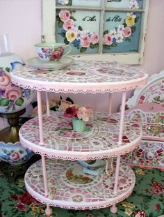 Fabulishous Pink Shabby 3 Tier China Mosaic Tile Stand - no instructions Mosaic Tray, Mosaic Glass, Mosaic Tiles, Tiling, Mosaic Crafts, Mosaic Projects, Shabby Chic Furniture, Painted Furniture, Home Crafts