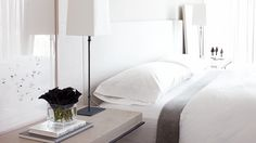 5 Tips for Mastering a Perfect White Bedroom//