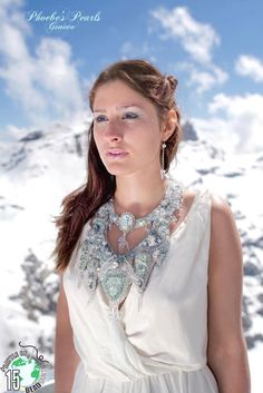 Baïkal, Siberia's Pearl Baïkal, Perle de la Siberie My participation necklace to the BOTB15 Battle of the Beadsmith. Bead embroidery creation Model : Solenne Fox Photo: Niels Renard On FB for the moment. Fiby Kreutzer on pinterest : MY BOTB 15