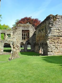 The ruins of Ashby-de-la-Zouch Castle, Leicestershire, England