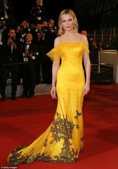 Kirsten Dunst (Maison Margiela) - Cannes Film Festival 2016