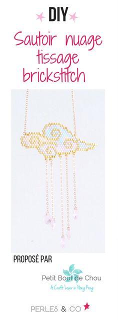 Le printemps est souvent synonyme d'un temps très changeant et capricieux : soleil, pluie, pluie, soleil ! C'est pour cette raison qu'en cette période de l'année, nous vous proposons ce magnifique sautoir nuage aux couleurs pastels ! Il vous apportera une touche de douceur et de poésie à votre tenue. Ce tissage est réalisé avec la technique du brickstitch avec des perles Miyuki Delicas et des gouttes Swarovski. #diy #tuto #brickstitck #miyuki #tissage #sautoir #nuage #tutoriel