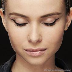 7 erros mais comuns de maquiagem na hora de fazer o delineado gatinho