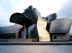 """gehry's guggenheim, bilbao  «Costruire questo museo è stato come costruire Notre Dame, ma """"dopo""""»  F. Gehry."""