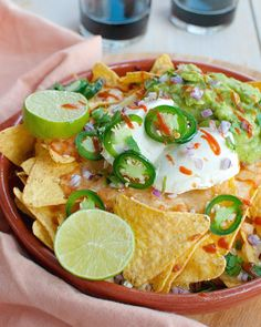 Nachos In Oven, Beef Nachos, Mexican Food Recipes, Vegetarian Recipes, Dinner Recipes, Guacamole, Savory Snacks, High Tea, Food Inspiration
