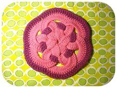 Transcendent Crochet a Solid Granny Square Ideas. Inconceivable Crochet a Solid Granny Square Ideas. Crochet Circles, Crochet Squares, Crochet Granny, Crochet Motif, Crochet Flowers, Crochet Stitches, Free Crochet, Knit Crochet, Crochet Patterns