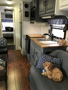 Best Rv Camper Interior Remodel Ideas, Today, you'll find all kinds of campers. Sometimes older campers require an easy face lift or a comprehensive makeover and if you're a camper operator. Camper Decor, Rv Decor, Remodeled Campers, Diy Camper Remodel, Interior Remodel