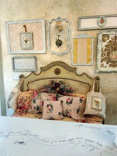 another way to use those old frames. Frame scrapbook paper, wallpaper etc., then hang a smaller frame inside the larger one! Shabby Cottage, Cozy Cottage, Shabby Chic Homes, Cottage Style, Shabby Chic Vintage, Shabby Chic Style, Shabby Chic Decor, Bohemian Style, Pretty Bedroom