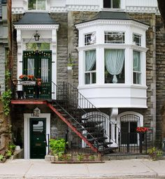 Bay window with curb appeal, Montreal, Canada Beautiful Buildings, Beautiful Homes, Exterior Design, Interior And Exterior, Cafe Exterior, Exterior Colors, Exterior Paint, Montreal Ville, Montreal Quebec