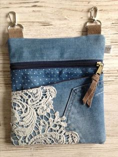 Good Photographs lace-jeans Style I love Jeans ! And a lot more I want to sew… Good Photographs lace-jeans Style I love Jeans ! And a lot more I want to sew my own, personal Jeans. Next Jeans Sew Along I am plan Diy Bags Purses, Purses And Handbags, Lace Jeans, Diy Sac, Denim Handbags, Denim Purse, Denim Tote Bags, Lace Purse, Denim Crafts