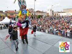 MICHOACÁN MÁGICO. ¿Cuál es una de las actividades típicas de Michoacán? De las más tradicionales es la realización de los Toritos de Tarímbaro, pueblo localizado en el norte del Estado, en donde se especializan en hacer figuras de toros, que en ocasiones llegan a medir hasta 4 metros y 110 kilos que solo carga una persona y que exhiben en la fiesta dedicada a este arte. No dudes en visitar esta fiesta por tu recorrido por Michoacán. http://www.hzirahuen.com/