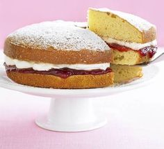 Want to know how to make a sponge cake? This nostalgic Victoria cake will provide you with a versatile go-to version