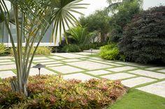 Raymond Jungles | Cornfield Garden | Color, texture, neat / lush contrast