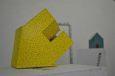 De lo infantil en lo intimo (detalle) Instalación: objetos,tinta sobre papel, texto.2014 Jhonatan C.
