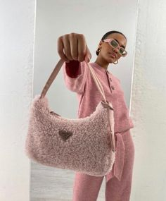 90s Fashion, Fashion Bags, High Fashion, Fashion Beauty, Fashion Accessories, Back To School Bags, Prada Bag, Personal Style, Casual Outfits