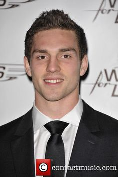 George North - Welsh Rugby Player He is dead cute. Welsh Rugby Players, Gorgeous Men, Beautiful People, Wales Rugby, Something In The Way, Cymru, It's Raining, Athletes, Dragons