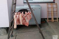 Názorná ukázka toho, k čemu všemu se dá využít tepelné čerpadlo na Moravě. Vychlazování masa po zabíjačce a zabránění mouchám v sedání na maso. :DDD